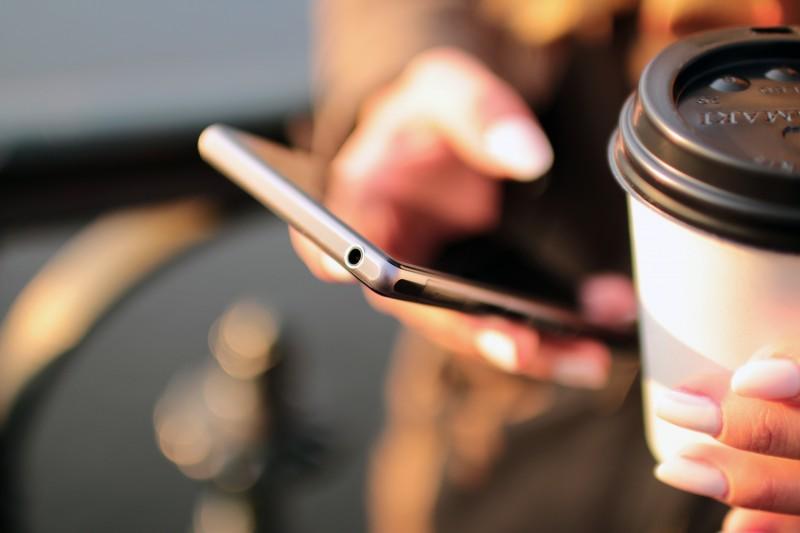 téléphone portable, première source d'exposition aux ondes életromagnétiques
